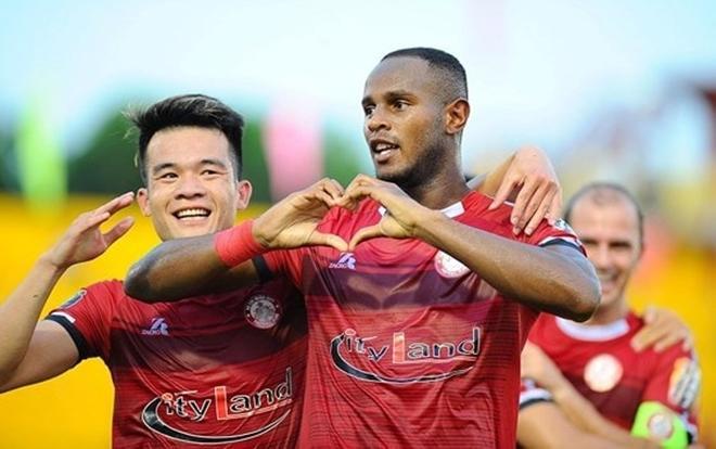 """CLB TP. Hồ Chí Minh cho Quang Hải và các đồng đội """"ngửi khói"""" trên BXH V.League 2019."""