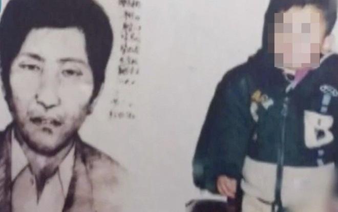 Cha nuôi của thiếu niên là nghi phạm chính trong vụ án sát hại cha mẹ ruột của cậu bé và bắt cóc em 17 năm trước. Ảnh: Weibo