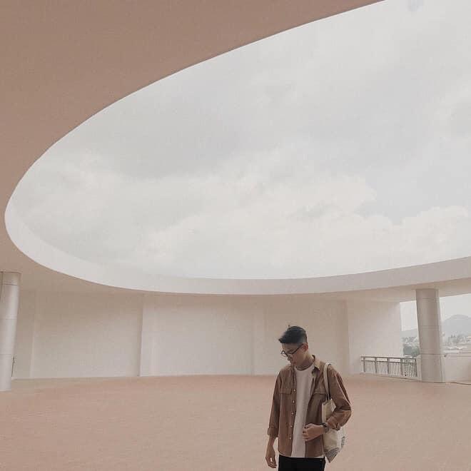 Kiến trúc đơn giản thu hút bên trong.