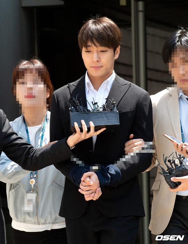 Cựu thành viên F.T.Island Choi Jong Hoon chính thức bị bắt vì tội cưỡng hiếp.