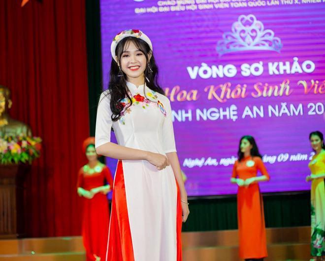 Tân Hoa khôi Sinh viên Nghệ An cao 1m67, nặng 47 kg, số đo 3 vòng của cô là 89-63-90.