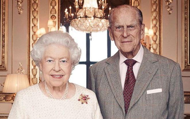 Nữ hoàng và phu quân được cho là gọi điện trò chuyện với nhau mỗi ngày.