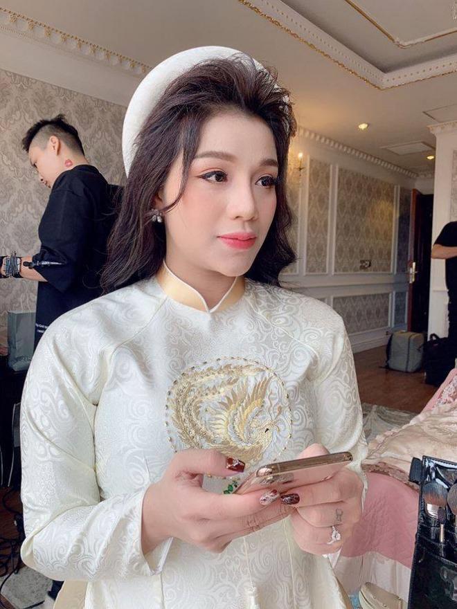 Vợ yêu của Bùi Tiến Dũng trong ngày đính hôn: Xinh đẹp duyên dáng, thuần Việt hết mức ảnh 1
