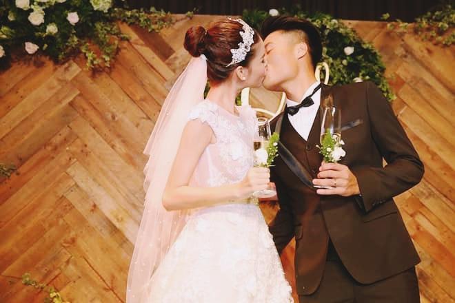 """Nhìn lại những khoảnh khắc ngày cưới 3 năm trước, chính Kỳ Hân ngậm ngùi: """"Yêu 1 người mà cả đất nước ghét bỏ""""."""