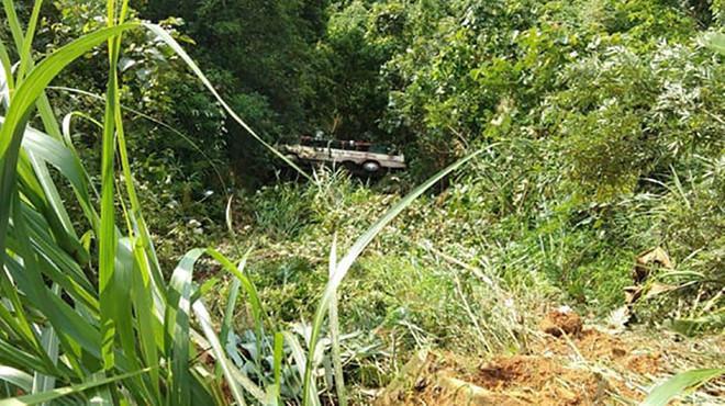 Hiện trường vụ xe chở khách du lịch bất ngờ lao xuống vực ở Quảng Ninh. (Ảnh: Thanh Niên).