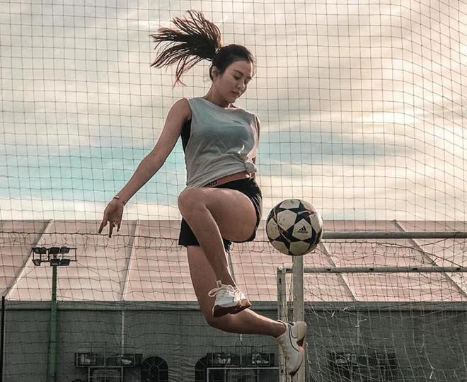 Ngoài ra, nữ sinh còn dành tình yêu cho bộ môn bóng đá nghệ thuật.