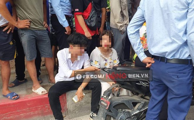 2 em học sinh bị nam thanh niên hành hung sau vụ va chạm. Ảnh: Hóng.vn.