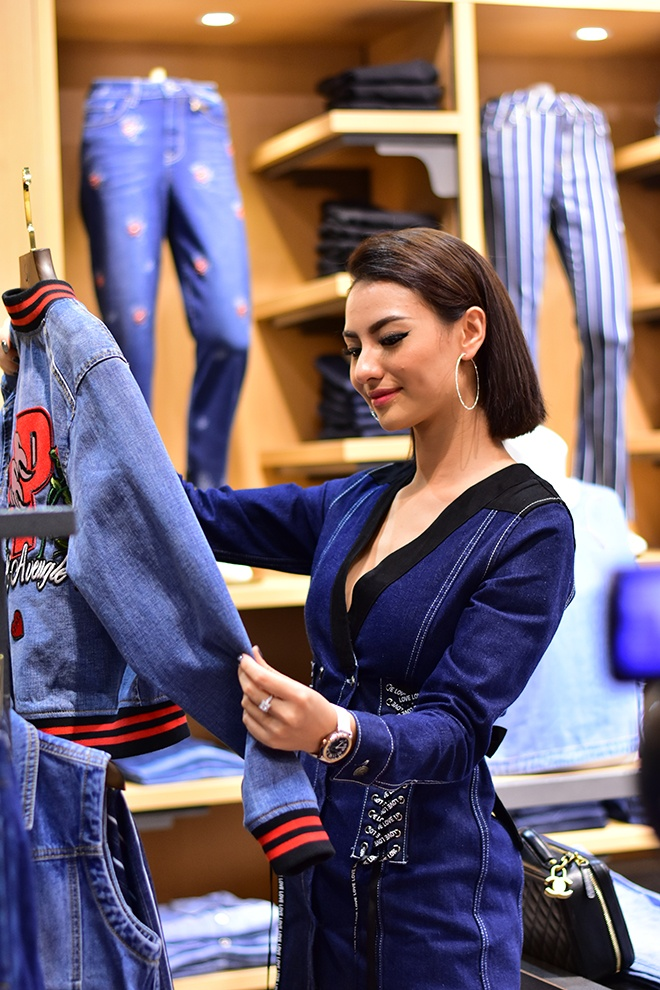 Dù có nhiều scandal nhưng cô vẫn được các nhãn hàng và NTK yêu thích vì vẻ đẹp chuẩn mẫu và cuốn hút