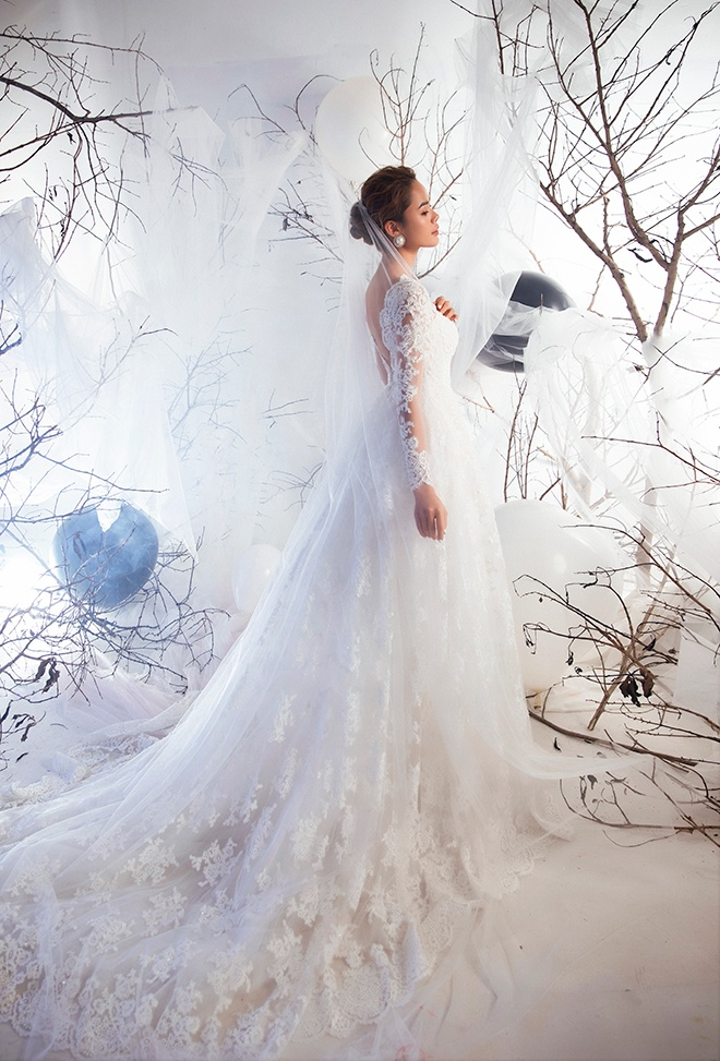 Váy cưới ren tinh xảo từng chi tiết nhỏ