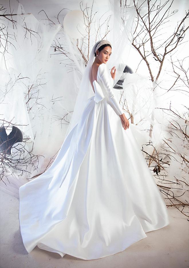 Váy cưới satin mang âm hưởng vintage huyền diệu