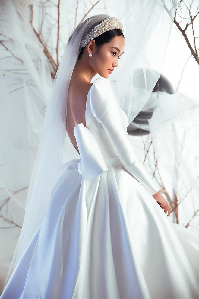 Chi tiết nơ bồng bềnh tạo nét kiêu sa đài các cho nàng dâu
