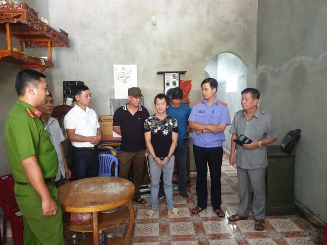 Vương Văn Hùng tại buổi thự nghiệm hiện trường điều tra. Ảnh Thu Trang