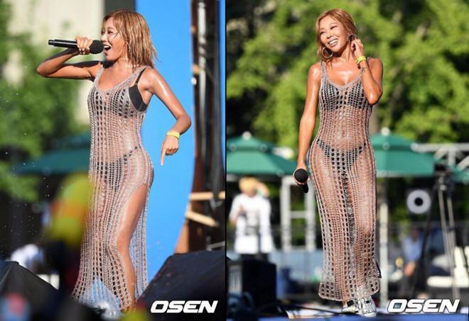 """Rapper Jessi chọn thiết kế bikini đen cùng chiếc váy lưới xuyên thấu khiến cho không ít người hâm mộ cảm thấy """"nhức mắt"""""""