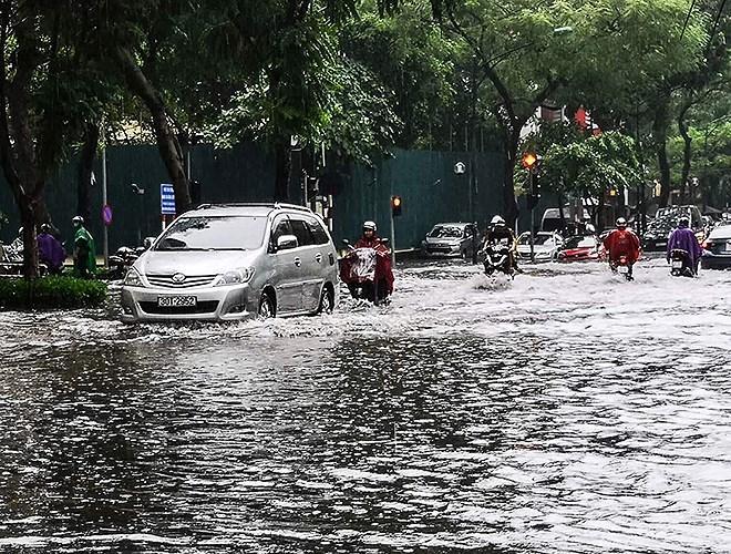Theo dự báo, đến chiều tối nay Hà Nội sẽ vẫn còn mưa. Ảnh: ANTĐ