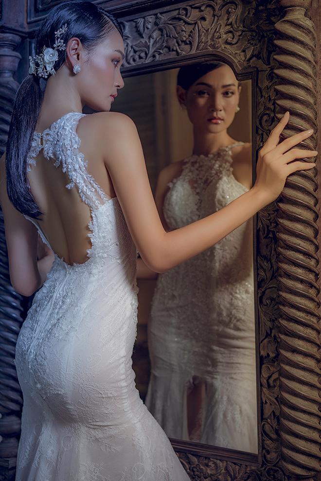 Váy cưới hở lưng tinh tế và lãng mạn