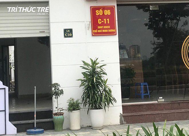 Biển ghi địa chỉ phố Ngô Minh Dương của một nhà hàng.