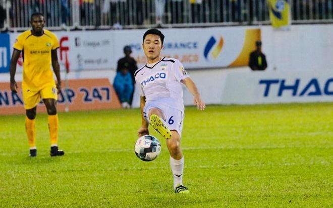 Xuân Trường có hai bàn thắng từ chấm đá phạt vào lưới CLB Thanh Hóa.