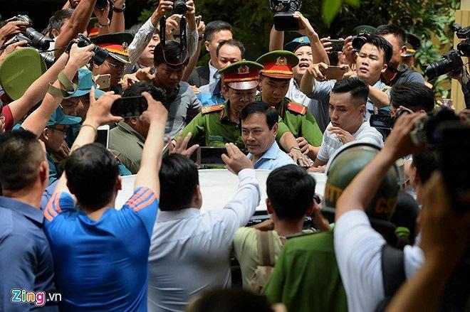Trước khi bị truy tố, ông Linh nguyên là Viện phó VKS TP Đà Nẵng. Ảnh: Zing.