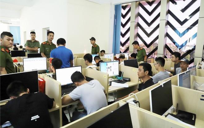 Lực lượng Công an tiến hành bắt giữ các đối tượng trong vụ án.