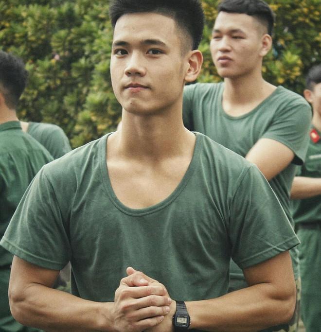 Sở hữu gương mặt thư sinh, hotboy Nguyễn Văn Hà có lẽ là một trong số những chàng trai nổi bật nhất của Học viện Kỹ thuật Quân sự Hà Nội.