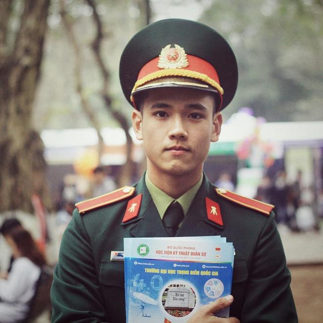 Được biết, Văn Hà hiện đang là sinh viên năm 3, chuyên ngành Xây dựng dân dụng,Học viện Kỹ thuật Quân sự Hà Nội.