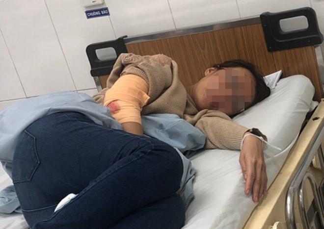 Chị Hương bị côn đồ đòi nợ thuê chém trọng thương, đang điều trị tại bệnh viện. Ảnh: báo Thanh Niên