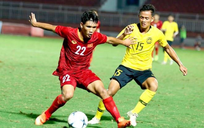 """HLV Hoàng Anh Tuấn: """"Tôi vẫn chưa hài lòng về sự thể hiện của các cầu thủ""""."""