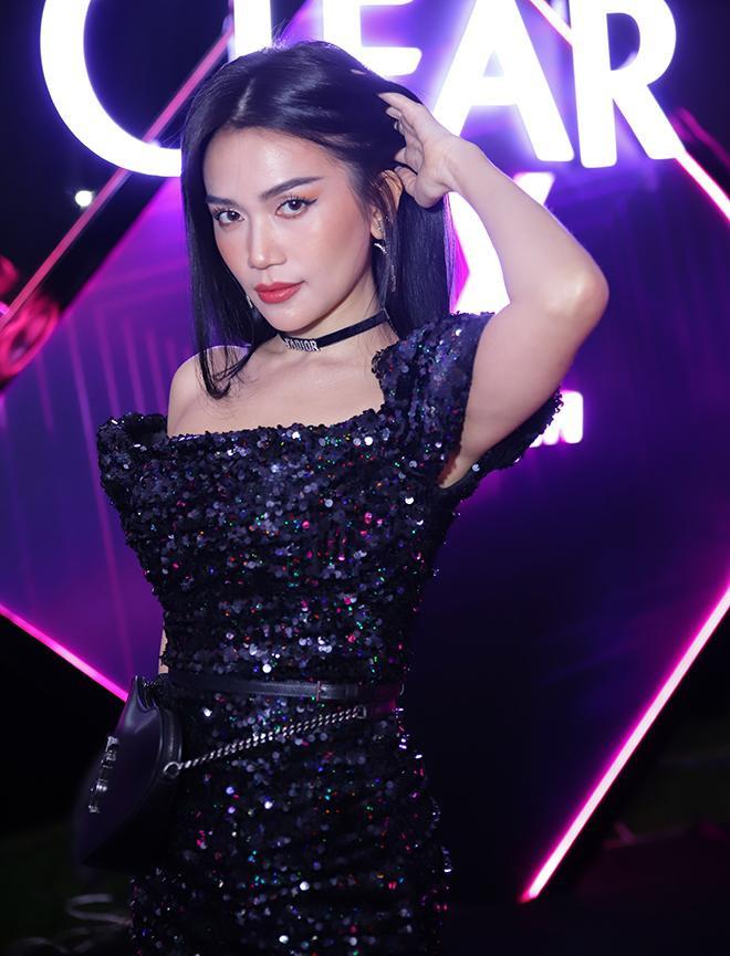 Người đẹp cũng chia sẻ cũng lo ngại của mình về vấn đề tóc khô, hư tổn và khuyên người Việt phải quan tâm hơn về mái tóc với các sản phẩm vừa trị gàu mà vẫn cấp ẩm