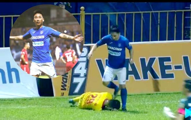 Cận cảnh pha giật cùi chỏ và giẫm lên đầu cầu thủ Nam Định.