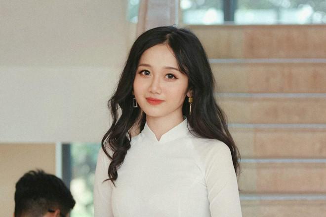 Quả thật, ở một số góc mặt, nữ sinh Lào Cai có nét hao hao với nữ diễn viên Jun Vũ