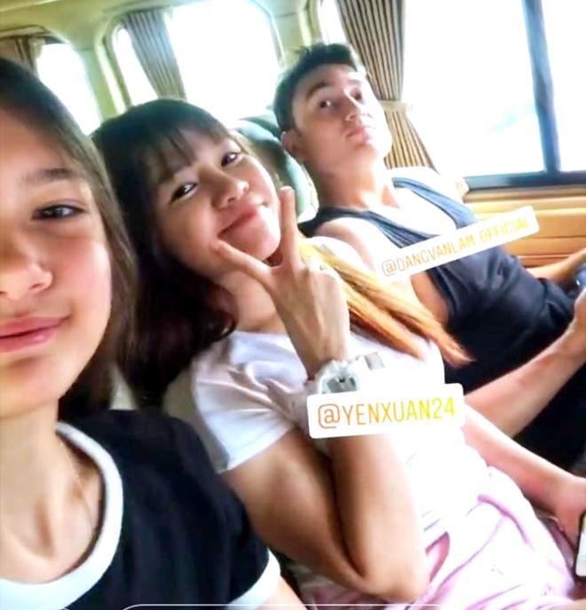 Em gái Văn Lâm – Thanh Giang đăng ảnh chụp selfie cùng Yến Xuân và anh trai.