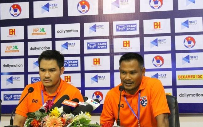U18 Thái Lan chỉ cử trợ lý HLV dự họp báo.