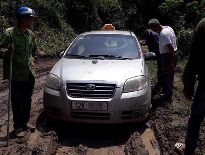 Chiếc taxi bị bỏ lại cách nơi tài xế thường đón khách hơn 300 km. (Ảnh: Zing.vn)