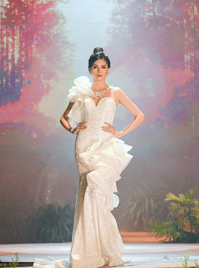 Váy cưới với ứng dụng của nghệ thuật tạo khối 3D cầu kì