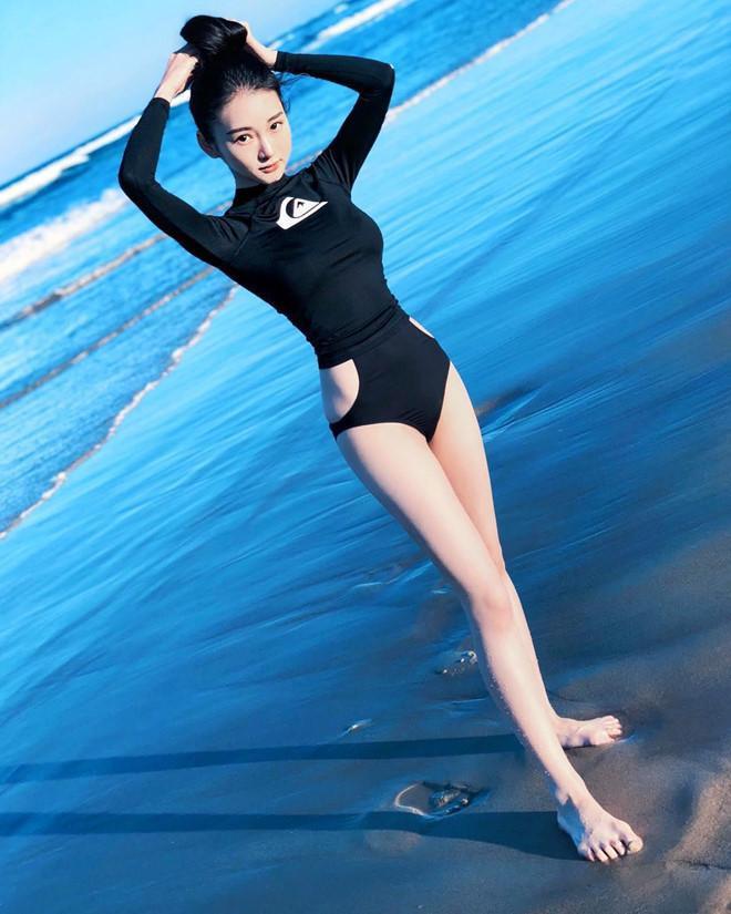 Không ít người cho rằng cô có nhan sắc giống diễn viên Triệu Lệ Dĩnh. Hiện tại, trang cá nhân của cô có rất nhiều người theo dõi.