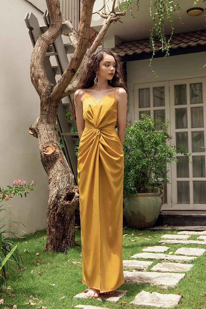 Chiếc đầm maxi lấy cảm hứng từ chiếc đầm của nữ thần Hy Lạp duyên dáng gợi cảm