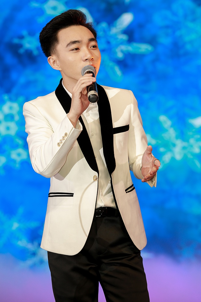 Trung Quang được khen ngợi vì giọng hát hay và ấm áp