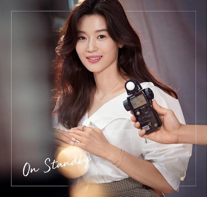 Mợ chảnh Jeon Ji Hyun tựa nữ thần, hút hồn trong bộ ảnh đẹp lung linh ảnh 0