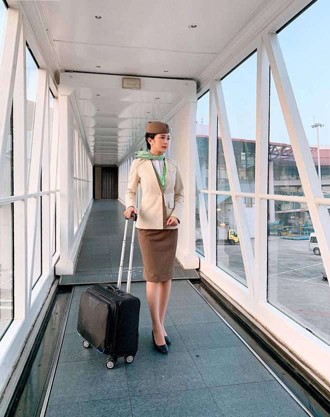 Nữ tiếp viên hàng không bất ngờ nổi tiếng vì bị quay lén, sở hữu thành tích thời Đại học khiến nhiều người xuýt xoa ảnh 6