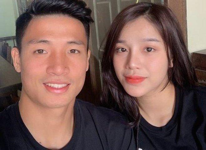 Tiến Dũng và vợ tương lai Khánh Linh tổ chức lễ đính hôn vào ngày 26/6/2019.
