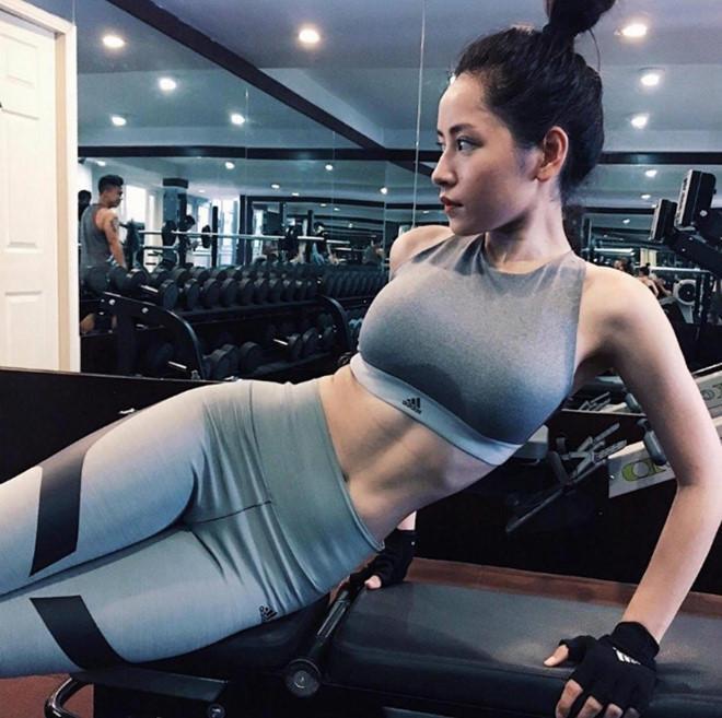 Theo trend khoe eo thon gọn, loạt mỹ nhân Việt cao tay khoe hẳn cơ bụng rõ múi khiến dân tình phát thèm ảnh 6