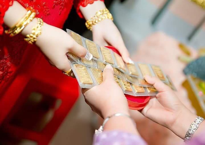 Hình ảnh cô dâu miền Tây đeo vàng trĩu nặng, được tặng rất nhiều vàng gây chú ý ảnh 6
