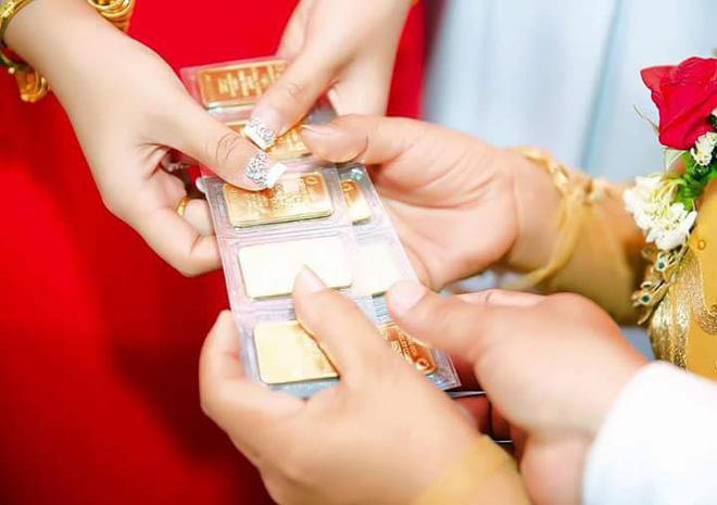 Hình ảnh cô dâu miền Tây đeo vàng trĩu nặng, được tặng rất nhiều vàng gây chú ý ảnh 3