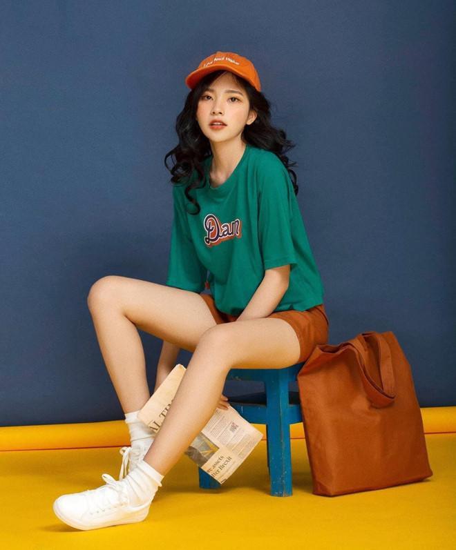 Năm 2017, 9X là gương mặt nổi bật trong dàn thí sinh thi Miss Teen. Không chỉ xinh đẹp, Tuyền còn có bảng thành tích học tập đáng nể. Cô là học sinh giỏi 12 năm liền và đạt giải ba Học sinh giỏi môn Sinh cấp thành phố năm 2016. Hiện bên cạnh việc học, Minh Tuyền còn là người mẫu look book cho nhiều thương hiệu thời trang ở Sài Gòn.