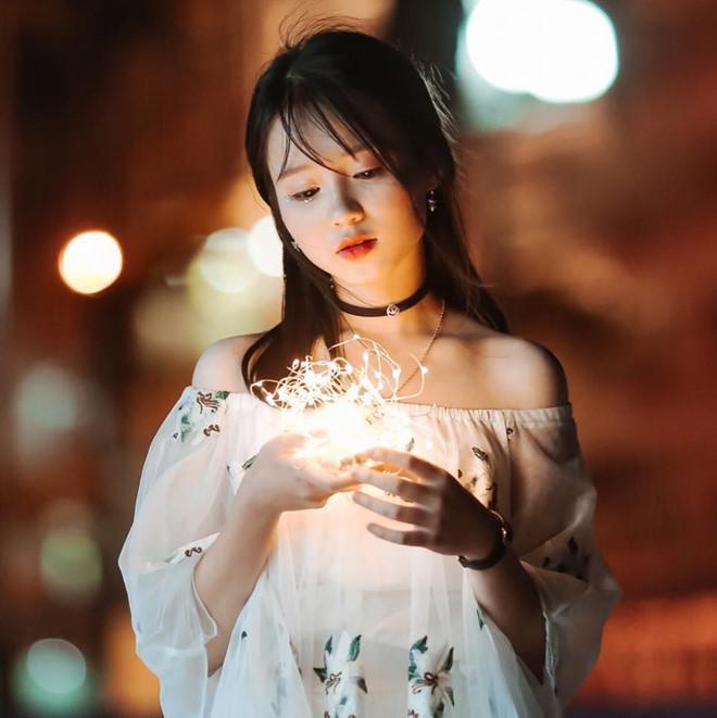Vào thời gian rảnh, cựu học sinh chuyên Lam Sơn thích đọc manga, xem hoạt hình Nhật Bản, đọc sách và viết lời bài hát. Huyền Minh cũng là một thành viên khá tích cực tại CLB guitar Đại học Ngoại thương. Trong tương lai gần, cô có dự định đi du học Pháp để tích lũy thêm kiến thức.