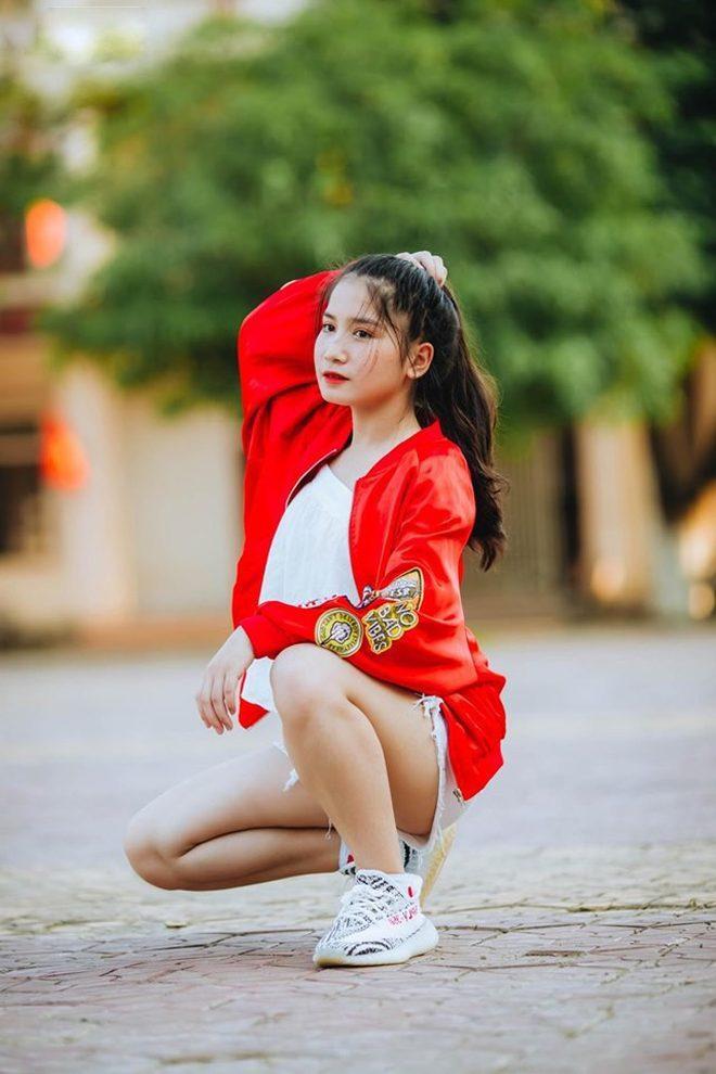 Trang cá nhân của Thúy Vinh tăng hàng trăm follow sau khi hình ảnh của cô được đăng lên các page đông thành viên của Facebook.