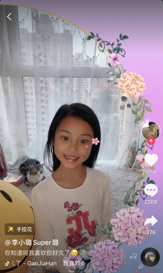 Lý Tiểu Lộ bị ném đá vì cho con gái Điềm Hinh lên livestream cùng trò chuyện với khán giả ảnh 5