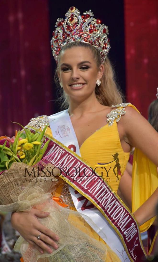 Mỹ nhân Tây Ban Nha cao 1m8 đăng quang Miss Asia Pacific Int 2019, Thu Hiền out-top ngỡ ngàng ảnh 1