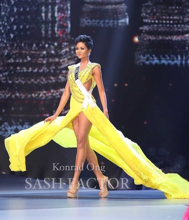 """Cái mà fan Việt nhắc tới nhiều nhất ở Miss Universe 2018 đó là màn """"bung lụa"""" thượng thừa của H'Hen Niê."""