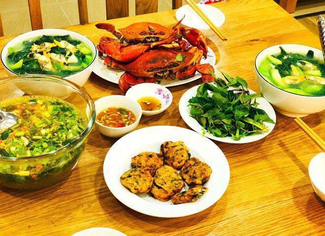 Khi ở Việt Nam, anh cũng thường xuyên nấu cho vợ ăn.